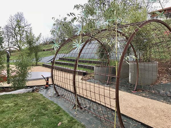 Le tunnel de végétation du jardin thérapeutique, pour un retour à la nature