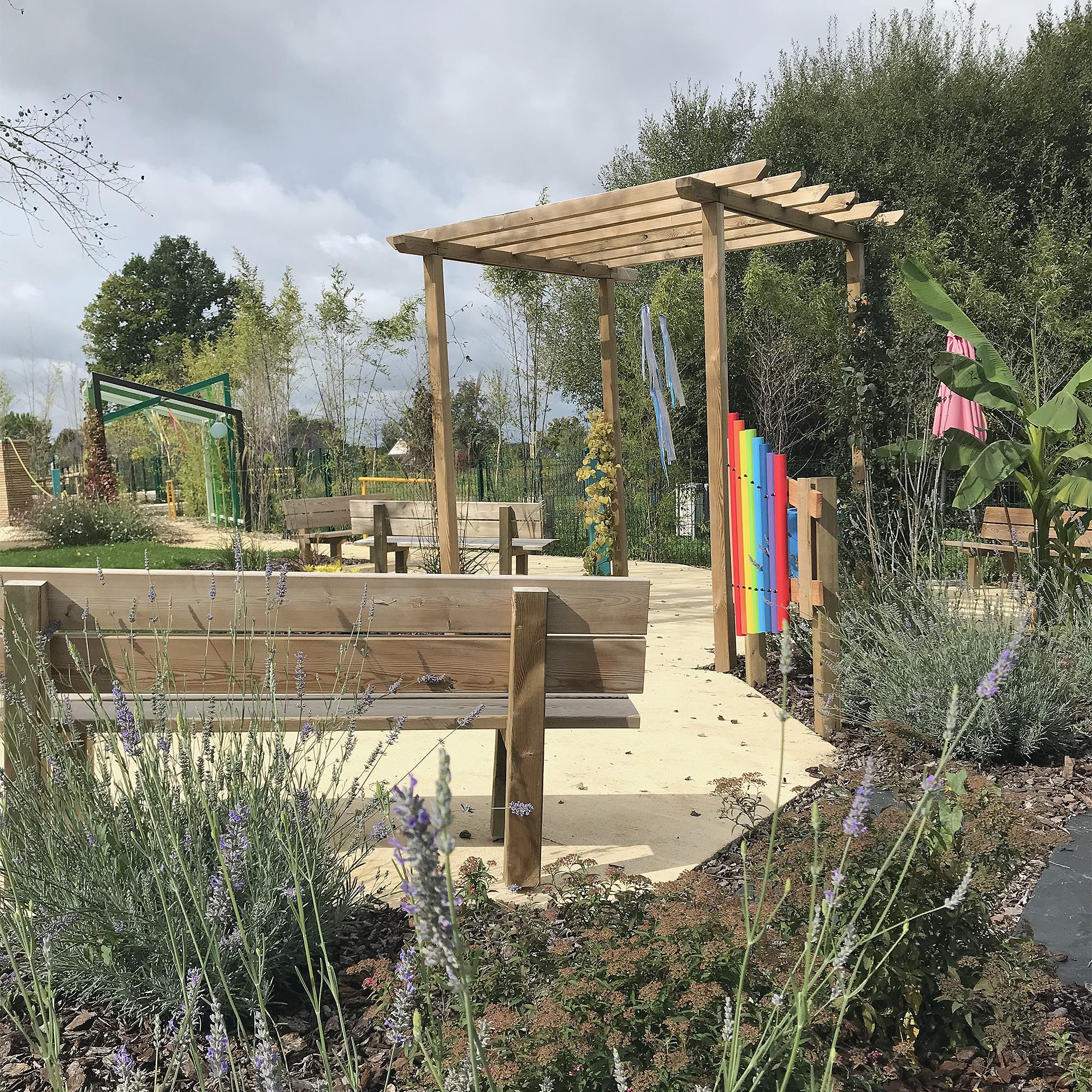 Le jardin de soins réalisé par Expressions jardin, un espace agréable et reposant